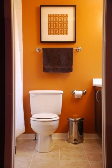 Покрасить стены в туалете своими руками