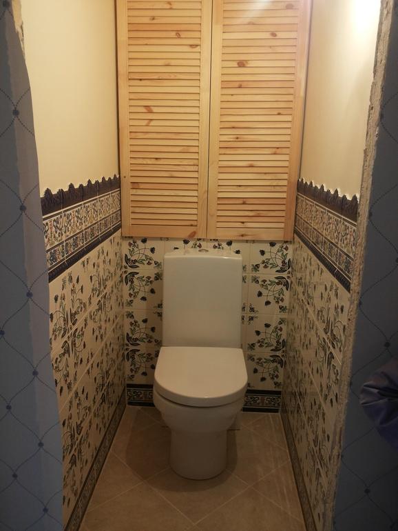 Жалюзийные двери в туалете фото