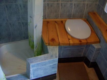 Яма под деревянный туалет